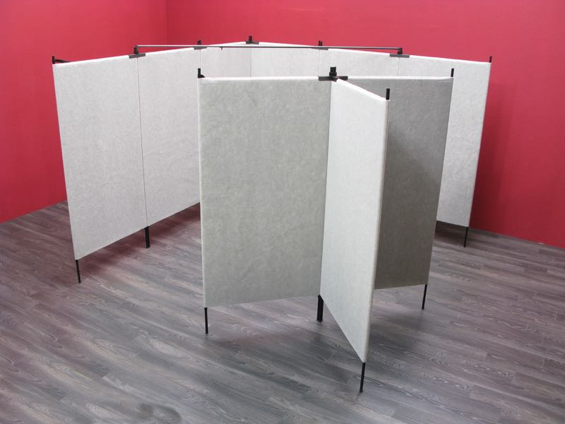 Plan C Features Pro Panels along 2 adjoining walls of a 10' booth, along with a floating T Shape composed of 3 Pro Panels.
